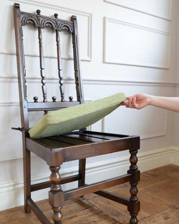 アーコールチェア アンティーク チェア 背もたれがカッコイイ、アーコール社のアンティークチェア。取り外しできる座クッション座面の上に置いてあるクッションは取り外しが簡単に出来るタイプです。(k-1638-c)