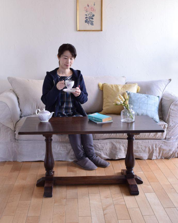 k-1641-f アンティークコーヒーテーブルのモデル入り