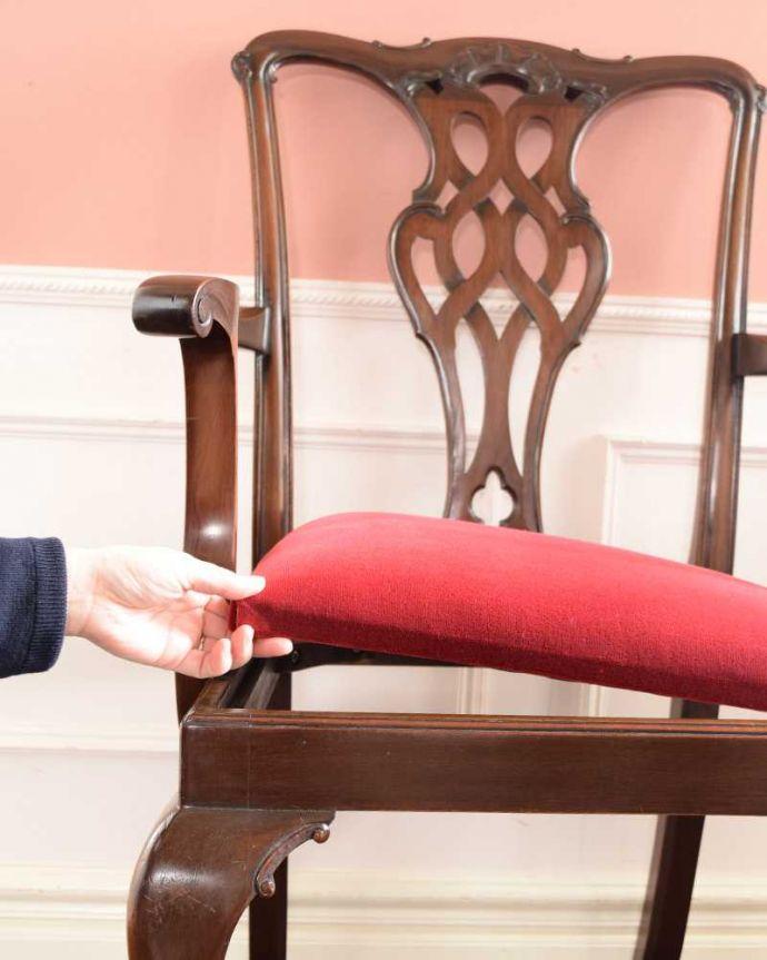 アンティーク チェア クロウ&ボールの脚がエレガントな英国のアーム付きアンティークサロンチェア。取り外しできます。(k-1643-c)
