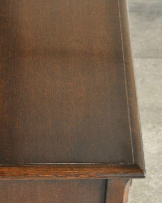 k-1657-f 英国のガラスキャビネット(カップボード)の角
