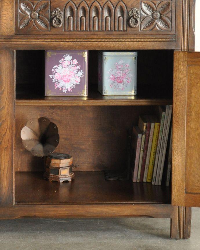 k-1657-f 英国のガラスキャビネット(カップボード)のガラス戸の雑誌