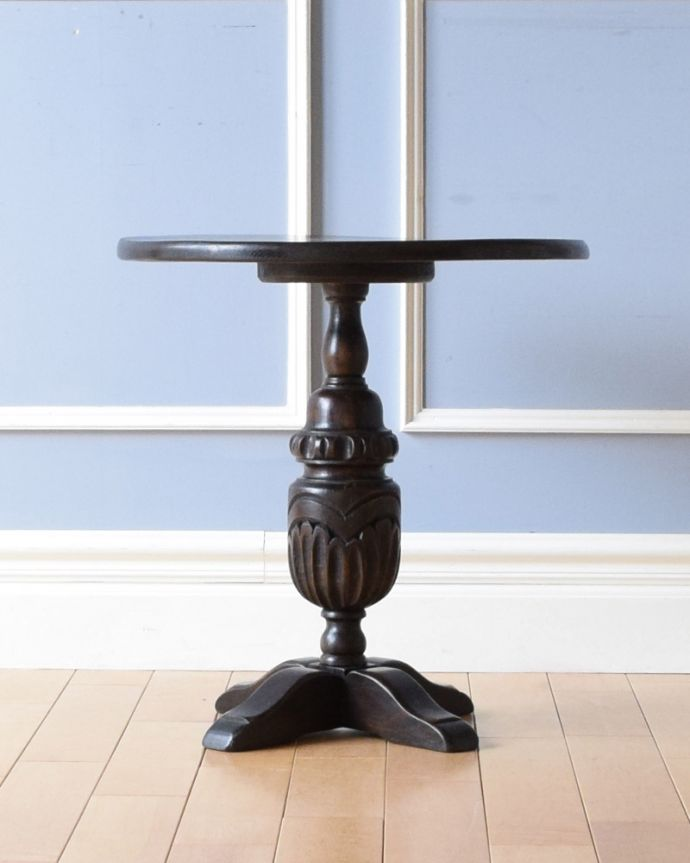 k-1670-f アンティークオケージョナルテーブルの横