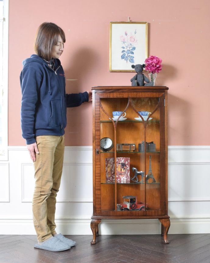 k-1674-f アンティークガラスキャビネット イギリス飾り棚のモデル入り