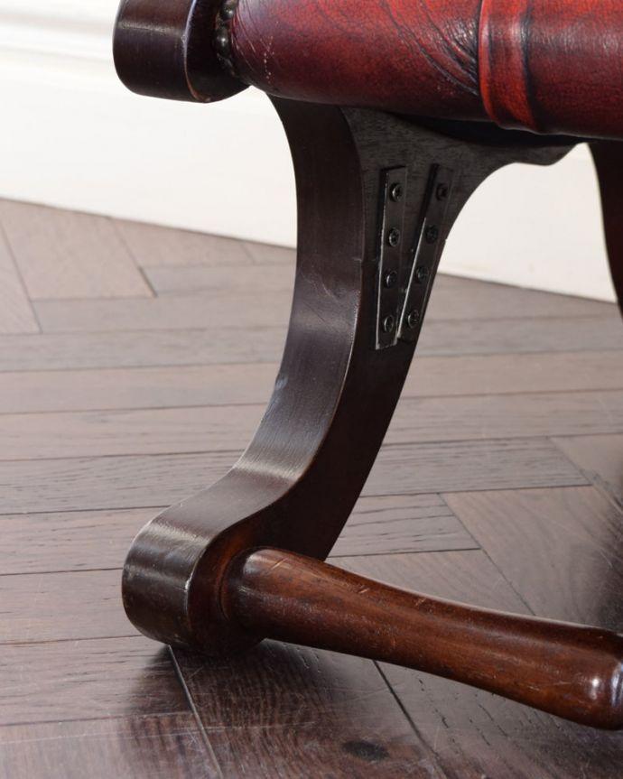 1Pソファ(ラウンジチェア) アンティーク チェア アンティーク チャイルドチェアー。床を滑らせて移動出来ますHandleではアンティークチェアの脚の裏にフェルトキーパーをお付けしています。(k-1683-c)