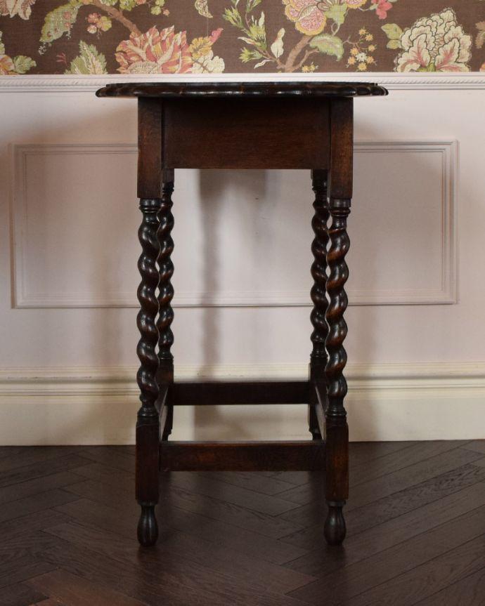 k-1689-f アンティークオケージョナルテーブルの横