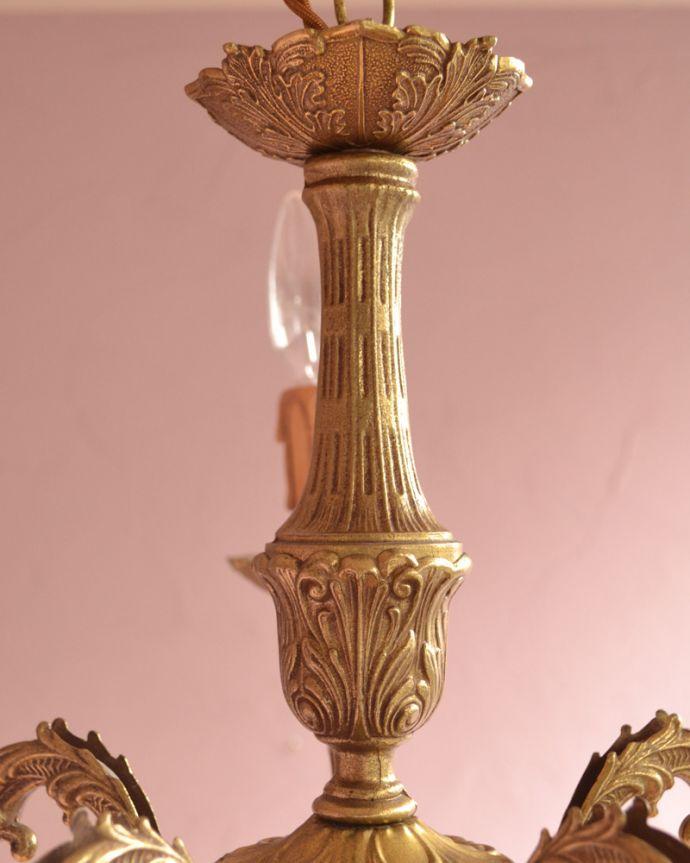 シャンデリア 照明・ライティング エレガントな真鍮製シャンデリア、フランスで見つけたアンティーク照明(5灯)(E17シャンデリア球付)。隅々までこだわったデザインなのでどこから見ても楽しめます。(k-1714-z)