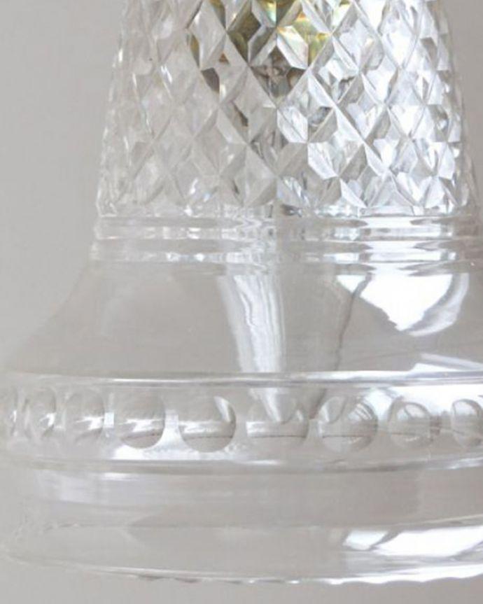 ペンダントライト 照明・ライティング 形も模様も美しいガラスシェード、アンティークのペンダントライト(コード・シャンデリア球・ギャラリーなし)。アンティークらしいデザインこだわりたい方におススメのアンティークのシェード。(k-1740-z)