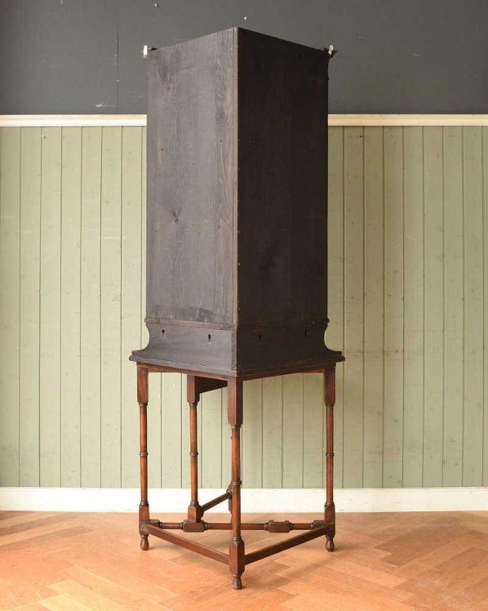 アンティークのキャビネット アンティーク家具 お部屋のコーナーを彩るテーブル付きの美しいキャビネット、英国アンティーク家具。壁で見えないけれど、後ろ姿もキレイです見えない部分もきちんと修復しているので、キレイに仕上がっています。(k-1767-f)