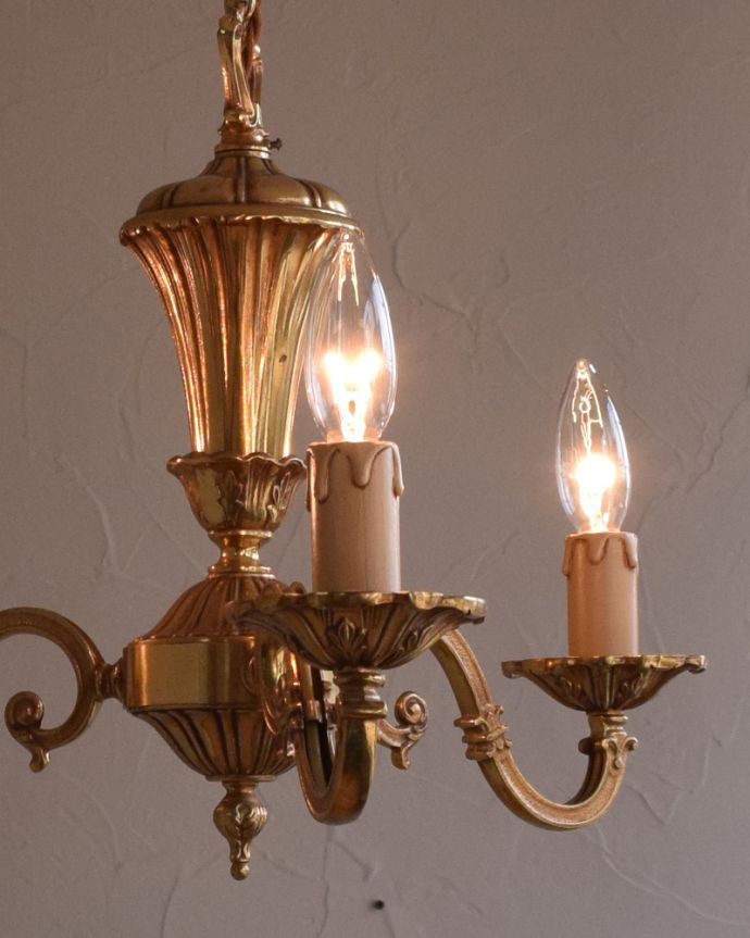 k-1770-z アンティーク真鍮シャンデリアの点灯時アップ