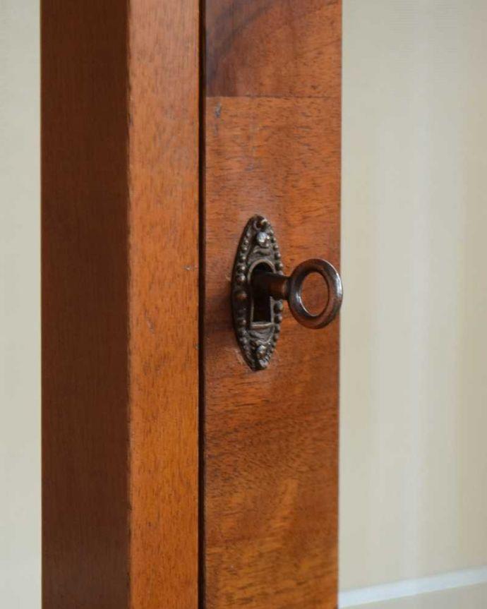 k-1772-f アンティークガラスキャビネットの鍵穴