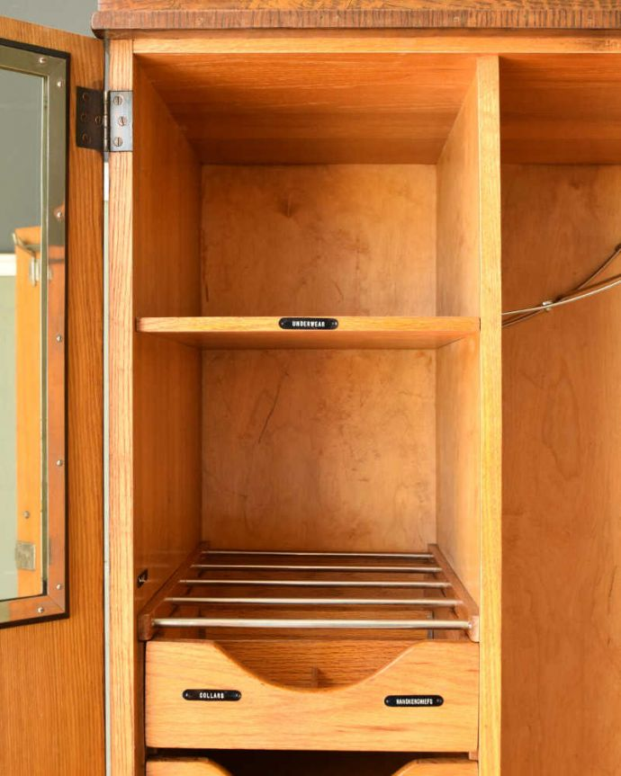 ワードローブ アンティーク家具 とってもめずらしい船旅で使われていたアンティークのコンパクトム。内側も木肌の色です。(k-1901-f)