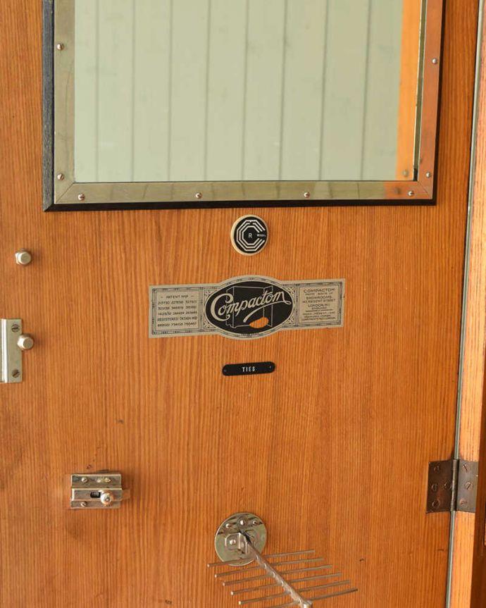 ワードローブ アンティーク家具 とってもめずらしい船旅で使われていたアンティークのコンパクトム。。(k-1901-f)
