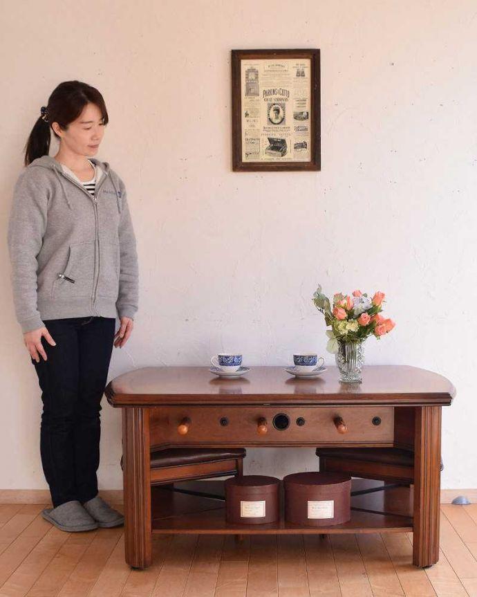 アンティークのテーブル アンティーク家具 英国で出会っためずらしい家具、アンティークの遊べちゃうコーヒーテーブル(フットボールテーブル)。テーブルとしても使えます英国らしいアンティークのコーヒーテーブル。(k-1996-f)