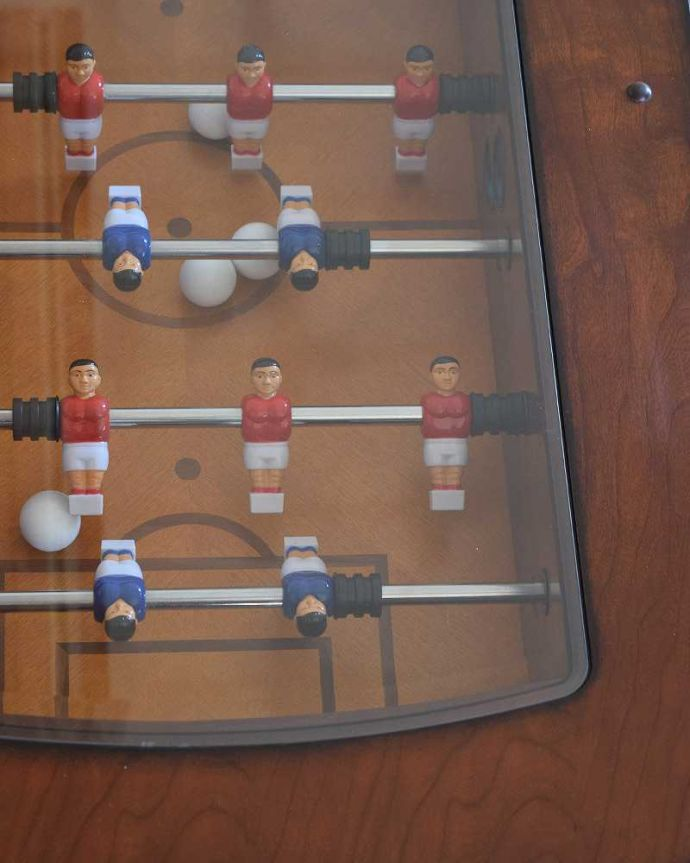 アンティークのテーブル アンティーク家具 英国で出会っためずらしい家具、アンティークの遊べちゃうコーヒーテーブル(フットボールテーブル)。近くで見ると…近くで見るとこんな感じです。(k-1996-f)