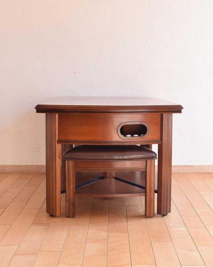 アンティークのテーブル アンティーク家具 英国で出会っためずらしい家具、アンティークの遊べちゃうコーヒーテーブル(フットボールテーブル)。横から見てもステキサイドはすっきり。(k-1996-f)