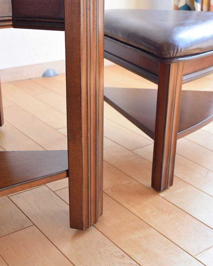 アンティークのテーブル アンティーク家具 英国で出会っためずらしい家具、アンティークの遊べちゃうコーヒーテーブル(フットボールテーブル)。持ち上げなくても移動できます!Handleのアンティークは、脚の裏にフェルトキーパーをお付けしていますので、床を滑らせてれば女性1人でも移動が簡単です。(k-1996-f)