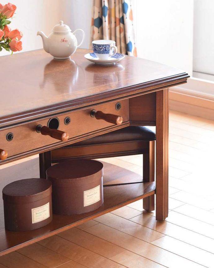 アンティークのテーブル アンティーク家具 英国で出会っためずらしい家具、アンティークの遊べちゃうコーヒーテーブル(フットボールテーブル)。アンティークらしい華やかなデザイン優雅なデザインのアンティーク家具は、壁の前に置くだけで、お部屋の中がグンッと格上げされます。(k-1996-f)