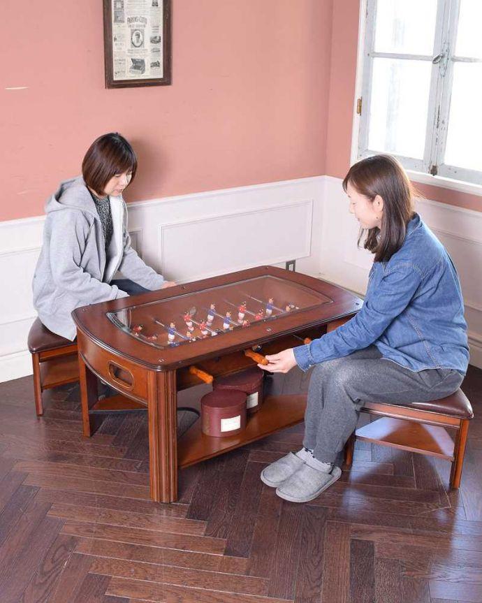 アンティークのテーブル アンティーク家具 英国で出会っためずらしい家具、アンティークの遊べちゃうコーヒーテーブル(フットボールテーブル)。サッカーモチーフのテーブルゲーム付き英国らしいアンティークのコーヒーテーブル。(k-1996-f)