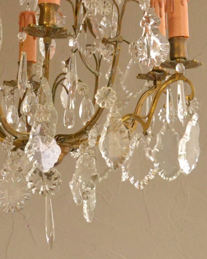 シャンデリア 照明・ライティング ガラスパーツがキラキラ輝くアンティーク シャンデリア(6灯)(E17シャンデリア球付)。。(k-1996-z)
