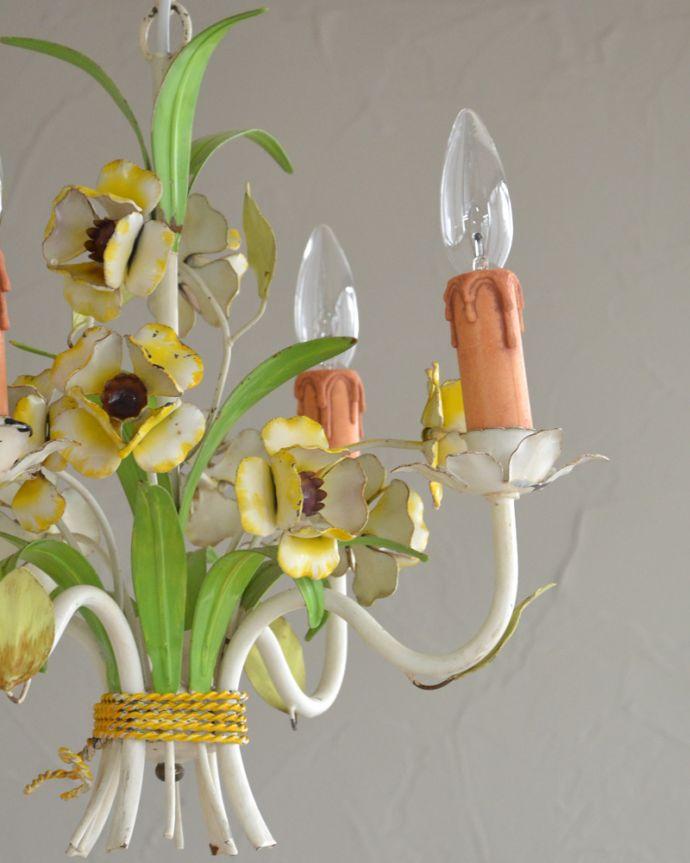 シャンデリア 照明・ライティング 花束みたいに可愛いアンティーク シャンデリア(4灯)(E17シャンデリア球付)。日本仕様で修復しましたHandleのシャンデリアはアンティーク専門の職人が時間をかけて、口金も配線も日本仕様の新しいものに修理しているので、新しい日本の照明器具と変わりません。(k-2010-z)