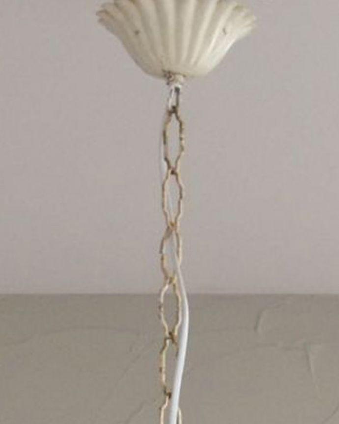 シャンデリア 照明・ライティング 花束みたいに可愛いアンティーク シャンデリア(4灯)(E17シャンデリア球付)。取り付け部分はこんな感じです天井に取り付ける部分には、こんなカバーが付いています。(k-2010-z)