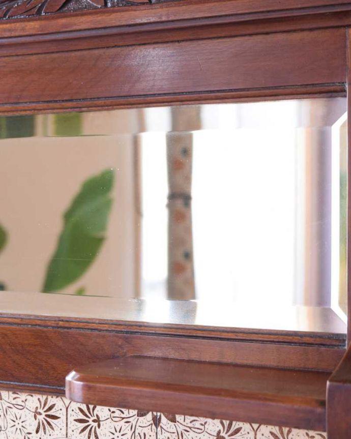 サイドボード アンティーク家具 優しいお花の模様のタイルにミラー付きのアンティーク家具のチェストタイプのウォッシュスタンド。キラッと輝くアンティークのミラーコンディションのいいアンティークのミラーですが、ご希望の方には新しいミラーに交換してお届けします(別途見積もり)ご注文の際お気軽にご連絡下さい。(k-2022-f)