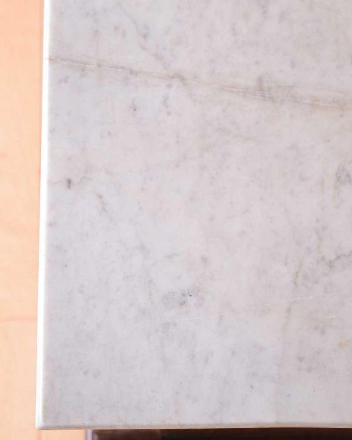 サイドボード アンティーク家具 優しいお花の模様のタイルにミラー付きのアンティーク家具のチェストタイプのウォッシュスタンド。コンディションもバッチリ!天然石はコンディションが大事!割れていないことを確認して選んで来ました。(k-2022-f)