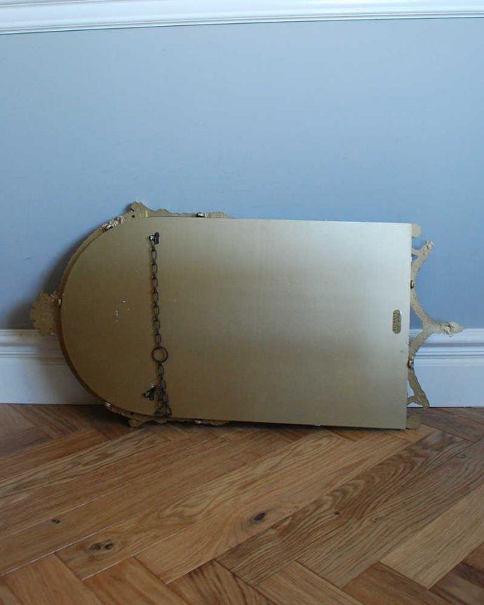 アンティーク ミラー(鏡) アンティーク雑貨 イギリスからのゴールドの装飾が美しいアンティークミラー。壁に取り付けられるように金具が付いています。(k-2029-z)