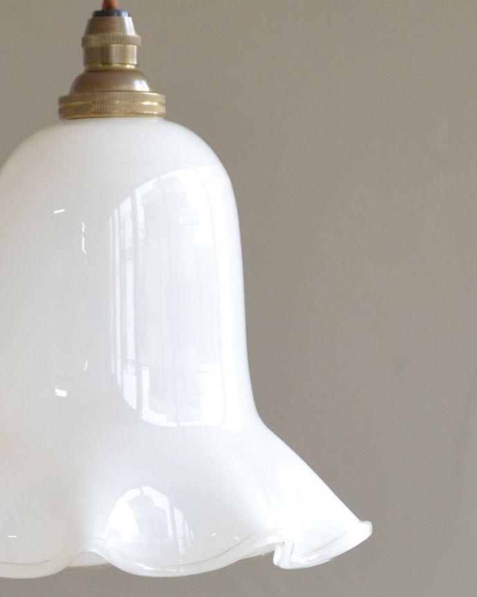 ペンダントライト 照明・ライティング ミルクガラスのキレイなアンティークペンダントライト(コード・シャンデリア球・ギャラリーなし))。アンティークらしいデザインこだわりたい方におススメのアンティークのシェード。(k-2030-z)