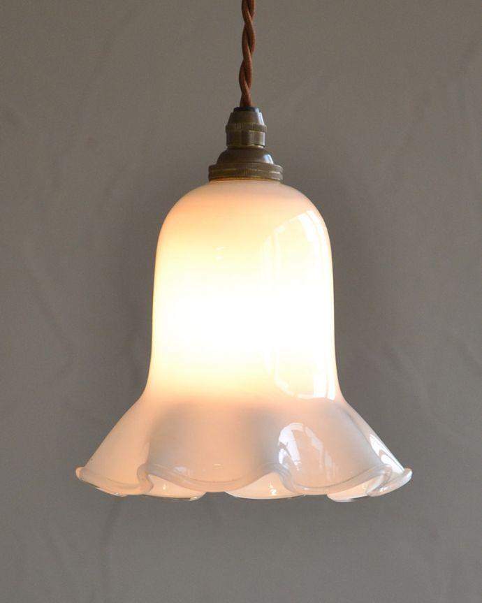 ペンダントライト 照明・ライティング ミルクガラスのキレイなアンティークペンダントライト(コード・シャンデリア球・ギャラリーなし))。お部屋のアクセサリーに使って欲しいアンティーク照明器具の中で気軽に使いやすいペンダントライト。(k-2030-z)