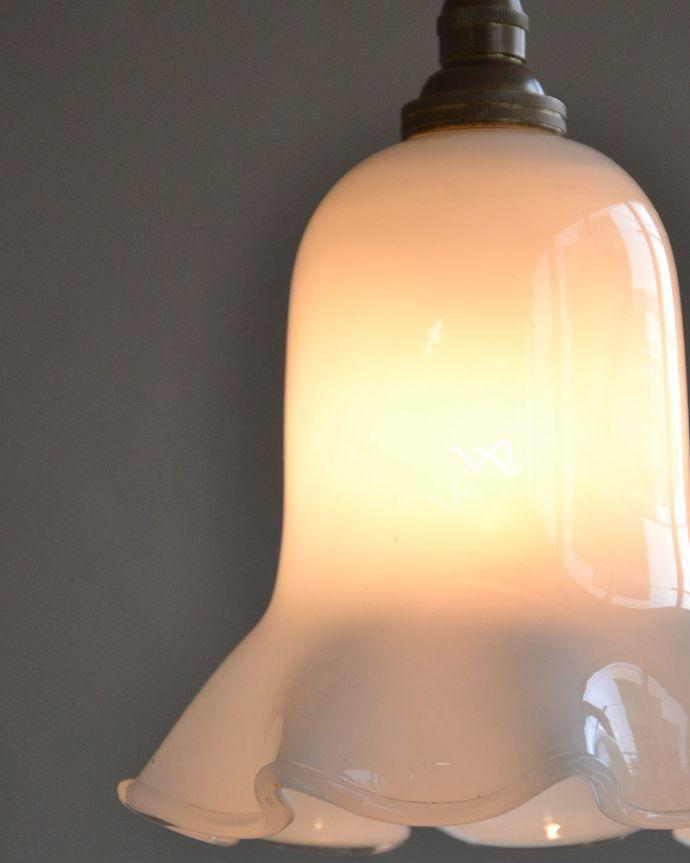 ペンダントライト 照明・ライティング ミルクガラスのキレイなアンティークペンダントライト(コード・シャンデリア球・ギャラリーなし))。 使えるものだけ選んできましたアンティークなのでキズや汚れ、カケなどは必ずありますが、使えると判断したものだけを吟味して選んできました。(k-2030-z)