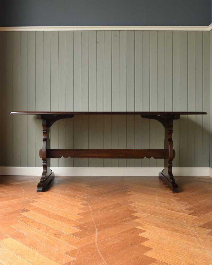 k-2127-f アンティークテーブルの横
