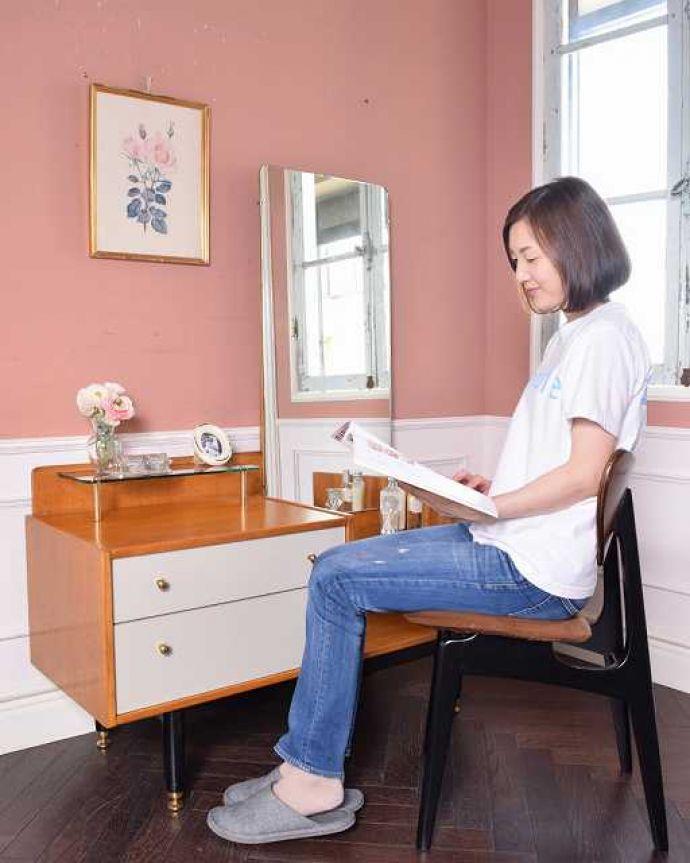 G-PLAN(Gプラン) アンティーク家具 英国ヴィンテージ家具、G-PLANのお洒落なドレッシングチェスト(サニーオーク&チャイニーズホワイト)。2WAYで使える便利なドレッサー大きくて広々としている天板は、ドレッサーとして使うだけじゃなくてデスクとしても大活躍。(k-2131-f)