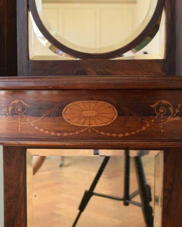 アンティークのキャビネット アンティーク家具 コーナーに置けるドレシングキャビネット、お部屋の角に置くだけで絵になる英国輸入家具。職人技が光っています。(k-2175-f)