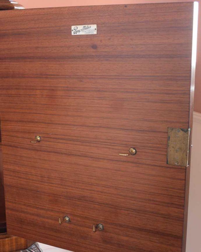 アンティーク家具 華やかな英国輸入のアンティークバーキャビネット(カクテルキャビネット)。。(k-2204-f)