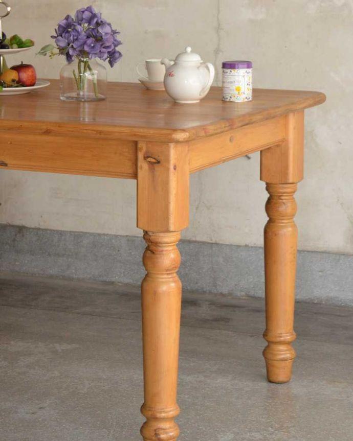 アンティークのテーブル アンティーク家具 イギリスで見つけたアンティークダイニングテーブル、ぬくもりある雰囲気の家具。ポコポコっとした可愛らしい脚脚のデザインもぬくもりあるやさしいデザイン。(k-2213-f)