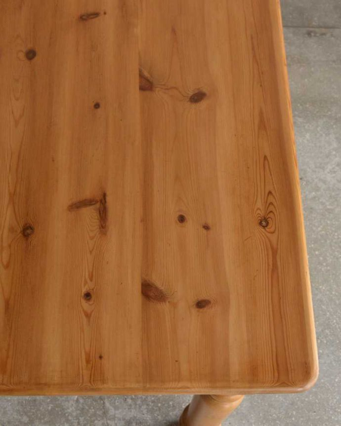アンティークのテーブル アンティーク家具 イギリスで見つけたアンティークダイニングテーブル、ぬくもりある雰囲気の家具。オールドパイン材だけが持つ・・・なんとも言えずあたたかい雰囲気。(k-2213-f)