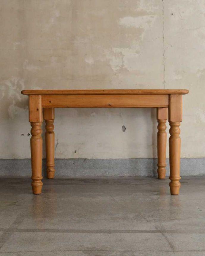 アンティークのテーブル アンティーク家具 イギリスで見つけたアンティークダイニングテーブル、ぬくもりある雰囲気の家具。横から見てみると・・・テーブルを横から見るとこんな感じ。(k-2213-f)