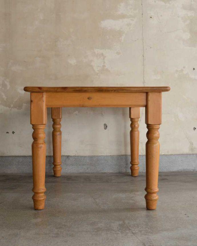 アンティークのテーブル アンティーク家具 イギリスで見つけたアンティークダイニングテーブル、ぬくもりある雰囲気の家具。こっち側もキレイです!アンティークは新品ではないので経年変化によるキズはありますが、専門の職人がしっかり修復したので360度どの角度から見てもキレイです。(k-2213-f)