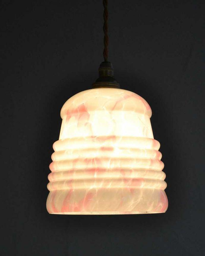 ペンダントライト 照明・ライティング 桜色のマーブル模様が入ったアンティークのペンダントライト(コード・シャンデリア電球・ギャラリーなし)。。(k-2220-z)