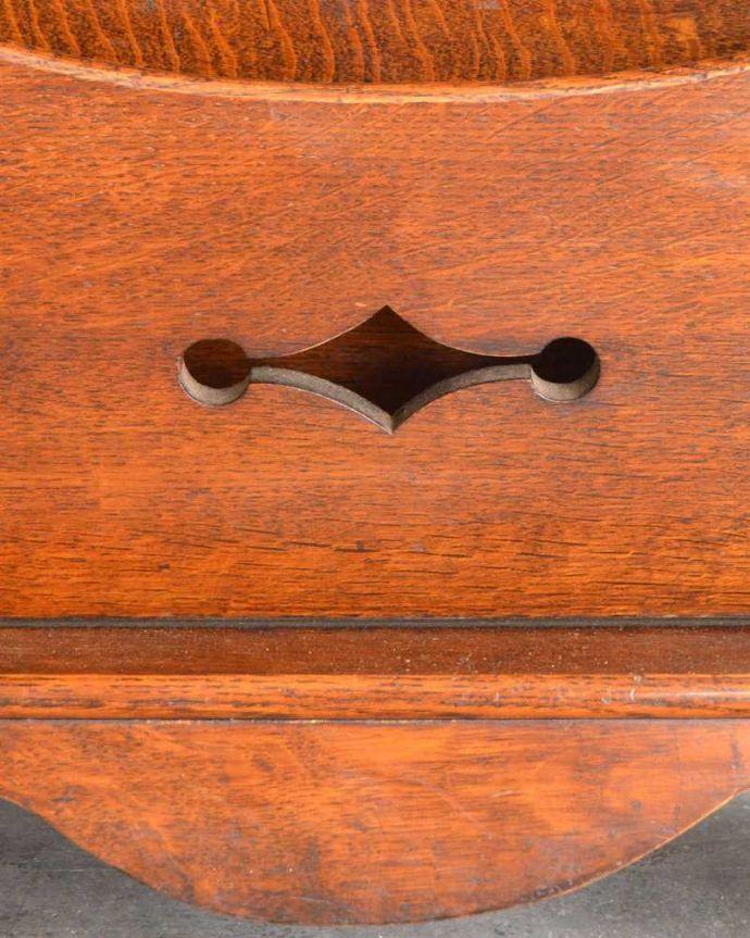 k-2231-f アンティークサイドボードの装飾2