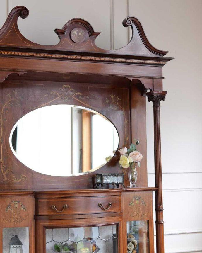アンティーク家具 繊細な象嵌の装飾が美しい、アンティークパーラーキャビネット。キラッと輝くミラーまだ電気が発達していない時代の家具。(k-2277-f)