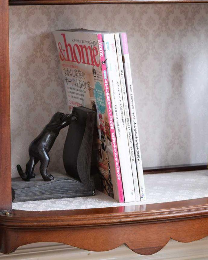 アンティーク家具 繊細な象嵌の装飾が美しい、アンティークパーラーキャビネット。A4サイズも収納出来ちゃう優れものA4サイズの雑誌までしっかり収納出来ちゃう大きさ。(k-2277-f)