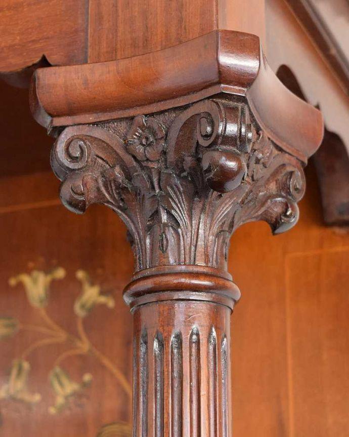 アンティーク家具 繊細な象嵌の装飾が美しい、アンティークパーラーキャビネット。繊細な装飾も見どころ一つ一つ手作業でつくられた美しい装飾も職人技が光ります。(k-2277-f)