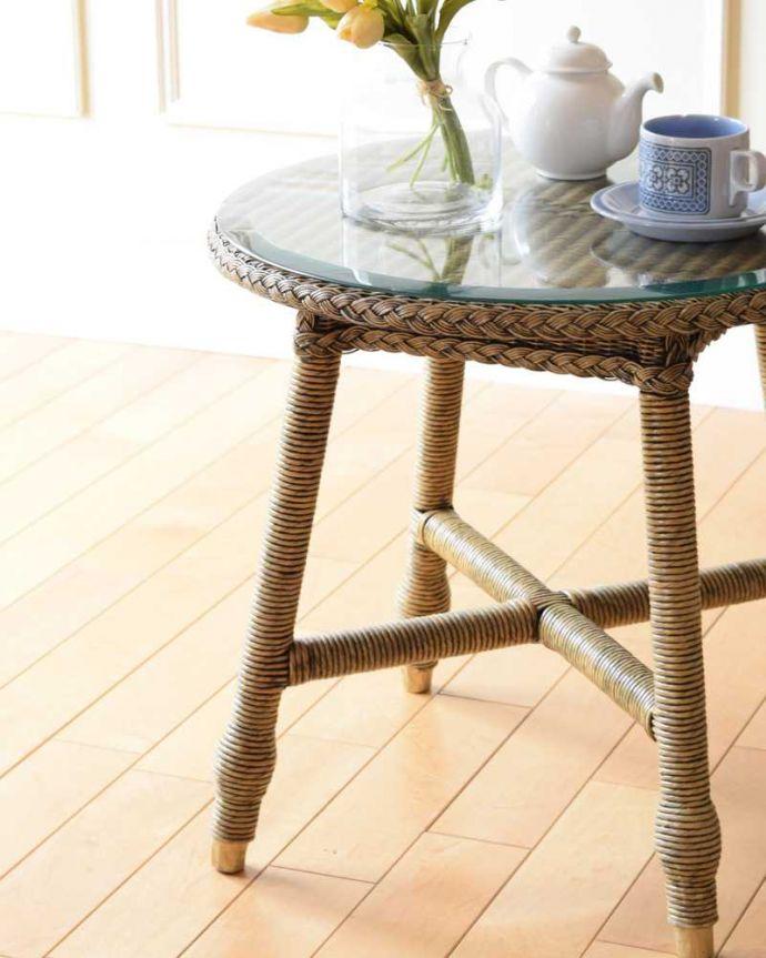 ロイドルーム アンティーク家具 優雅なティータイムに、ガラス天板付きのアンティークロイドルームテーブル。見た目もオシャレいろんなスタイルのインテリアに合わせやすいのが特徴。(k-2292-f)