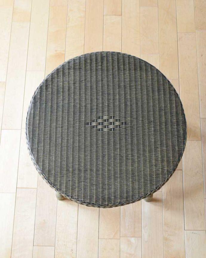 ロイドルーム アンティーク家具 優雅なティータイムに、ガラス天板付きのアンティークロイドルームテーブル。天板の形を見てみると・・・テーブルの形を上から見ると、こんな感じです。(k-2292-f)