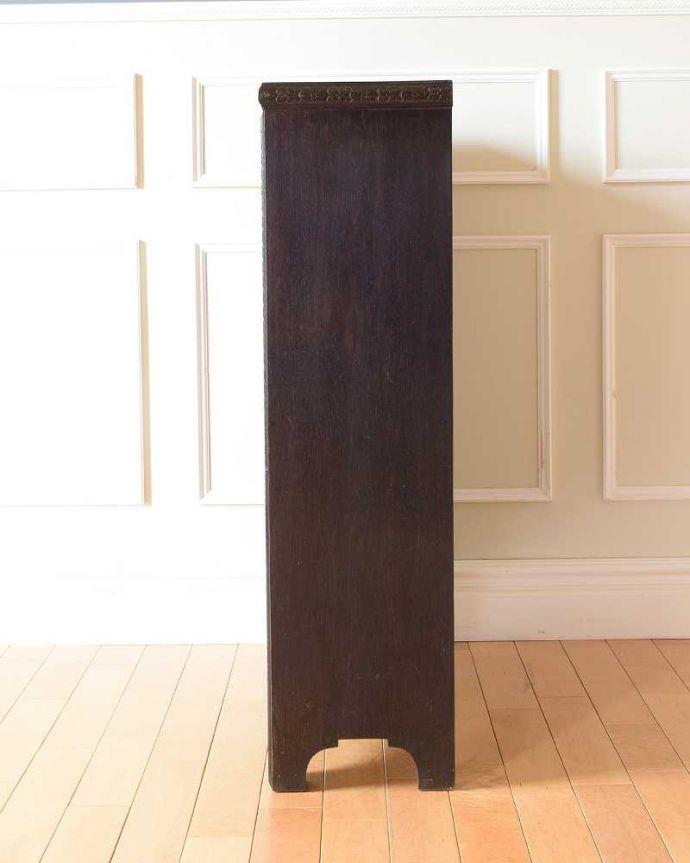 アンティーク家具 小さくて置きやすいフラップ扉のブックケース、英国輸入のアンティークキャビネット 。横から見ると・・・横から見るとこんな感じ。(k-2324-f)