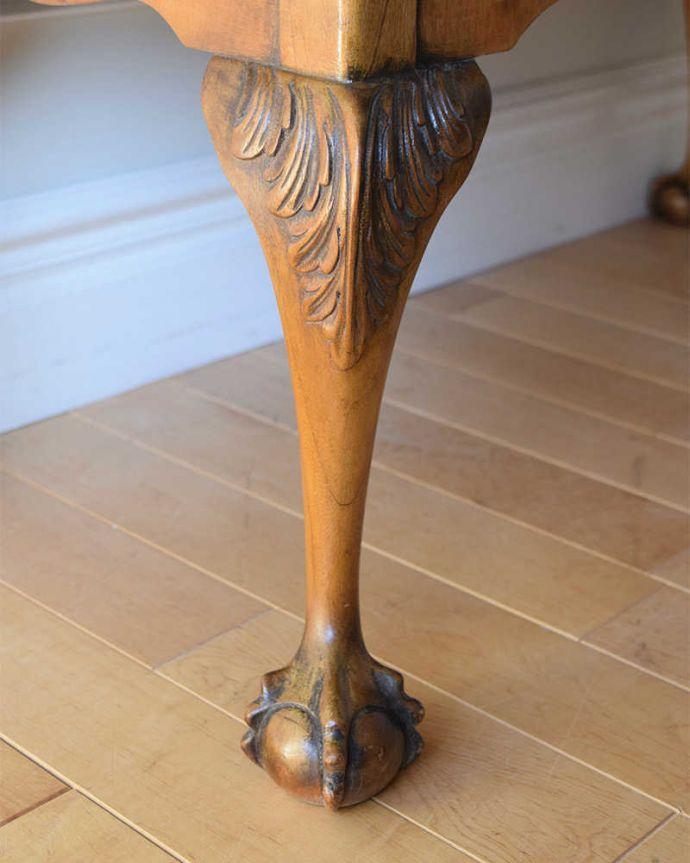 アンティークのテーブル アンティーク家具 クロウ&ボールの脚を持つコーヒーテーブル、英国のアンティーク家具。惚れ惚れしちゃう美しさこんなに堅い無垢材に一体どうやって彫ったんだろう?と不思議になるくらい細かい彫にうっとりです。(k-2358-f)