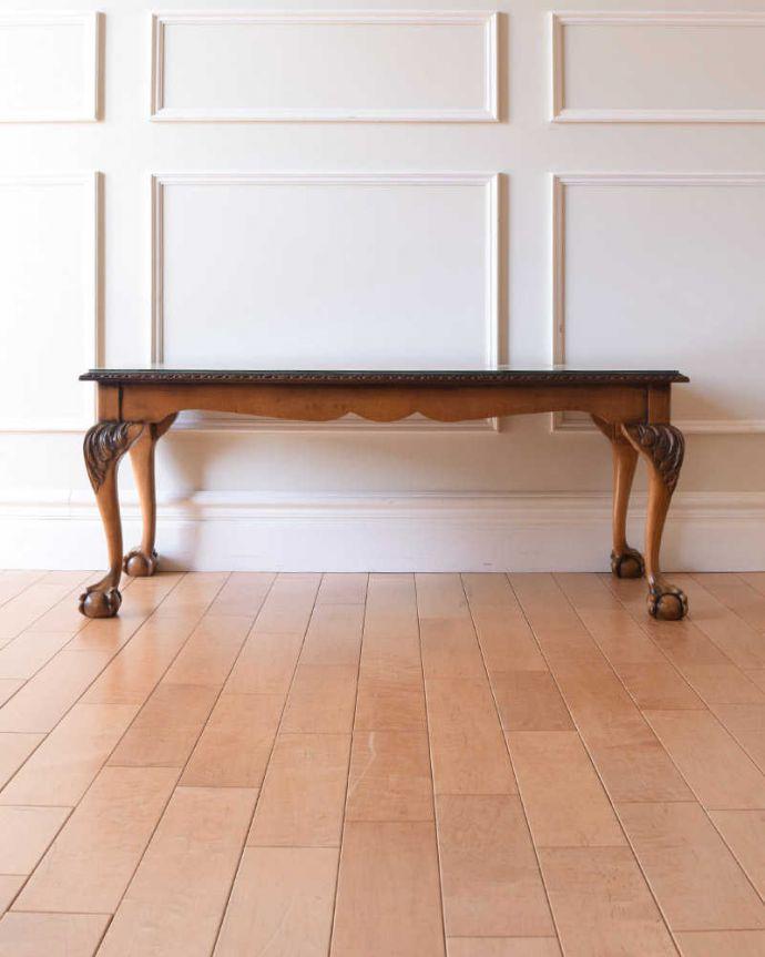 アンティークのテーブル アンティーク家具 クロウ&ボールの脚を持つコーヒーテーブル、英国のアンティーク家具。クルッと回転360度どこから見ても美しく仕上げてあるので、いろんな場所から見て楽しんで下さい。(k-2358-f)
