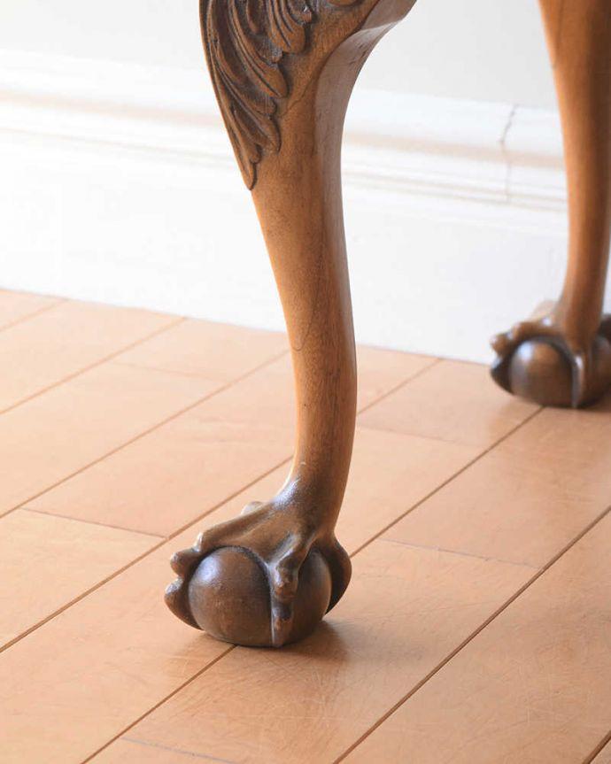 アンティークのテーブル アンティーク家具 クロウ&ボールの脚を持つコーヒーテーブル、英国のアンティーク家具。持ち上げなくても移動できます!Handleのアンティークは、脚の裏にフェルトキーパーをお付けしていますので、床を滑らせてれば移動が簡単です。(k-2358-f)